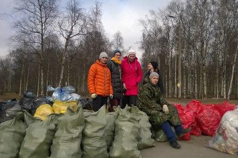 Администрация Кировского района проводит акцию по сбору мусора